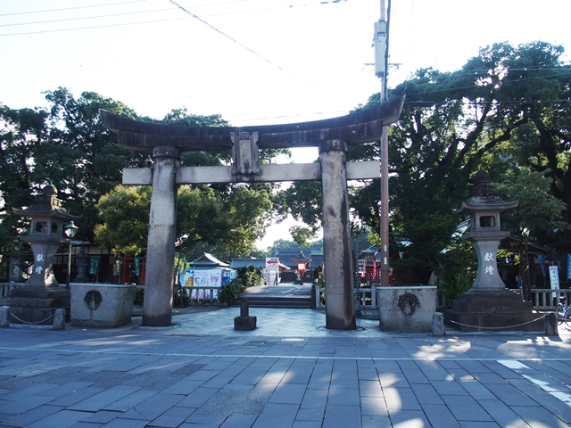 「新馬場通り」佐賀松原神社門前のレトロでカオスな世界・・・いい味だしてます。