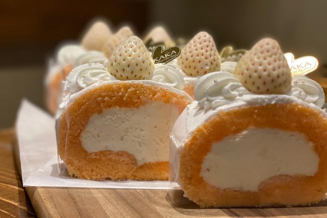 桜チーズロールケーキ